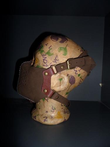 moto honda  mascara de cuero genuino hand made
