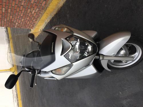 moto honda silver wing 600 c.c.