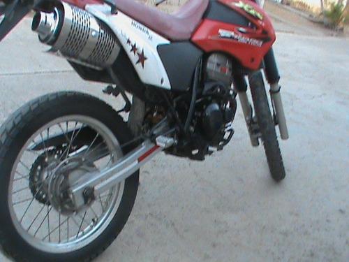 moto honda xr 250 tornado 2005  con detalle