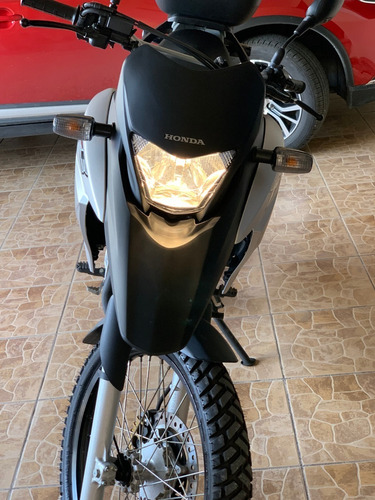 moto honda xre 300, modelo 2018 como nueva, con solo 1750 km