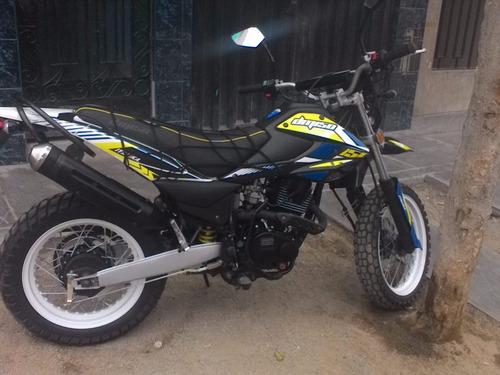 moto italika dm-150 semi nueva negra tornado