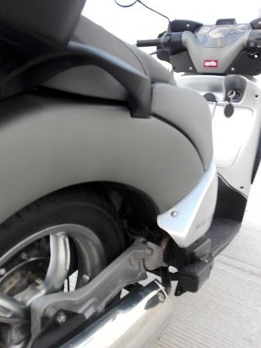 moto maxi scooter aprilia  scarabeo 200 gt  excelente