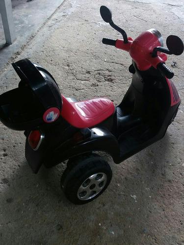 moto menina  já vem com carregador. 4hs de brincadeira.