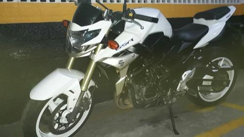 moto naked suzuki gsr-750