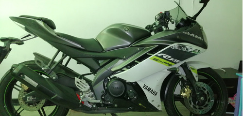 moto r15 deportiva blanco gris verde