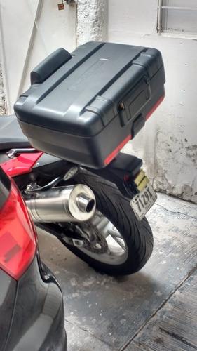moto rojo 2009