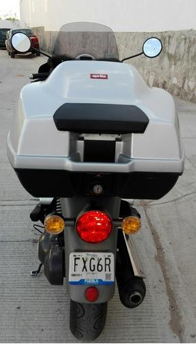 moto scooter aprilia scarabeo