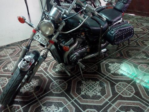 moto susuky intruder motor 700 cc año 86. 47000 km recorrido