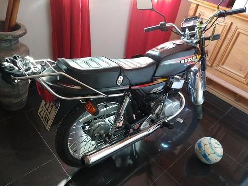 moto suzuki ax100,  documentación al día. muy poco uso