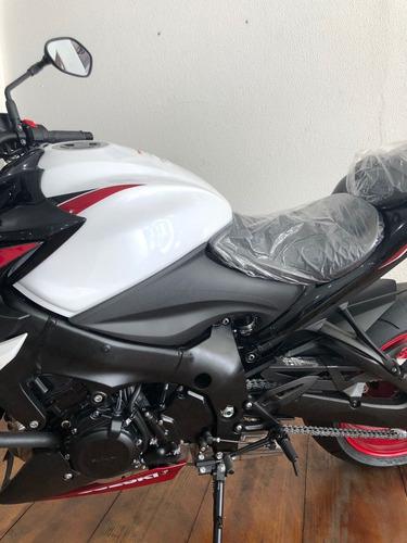 moto suzuki naked