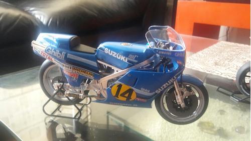 moto suzuki rgb500 escala 1/12 años 1982 franco unicini
