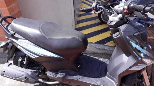 moto sym 125 color negro