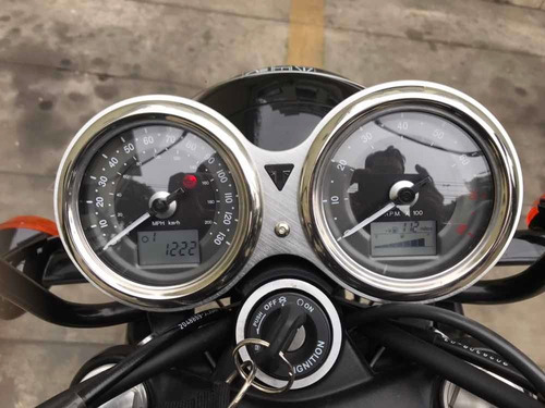 moto thriump boneville t100