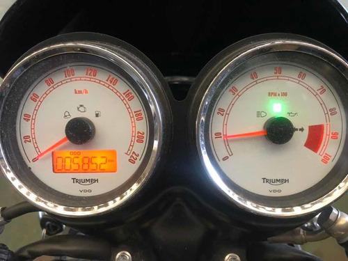 moto triumph thruxton 900