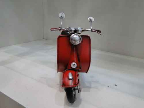 moto vespa roja chapa antiguo réplica decorativos