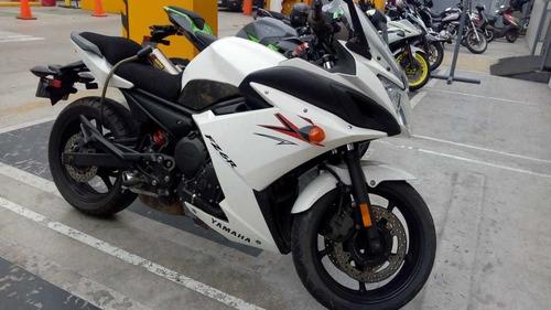 moto yamaha fz6r