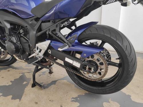 moto yamaha naked