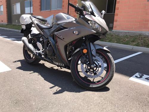 moto yamaha r3 gris mate