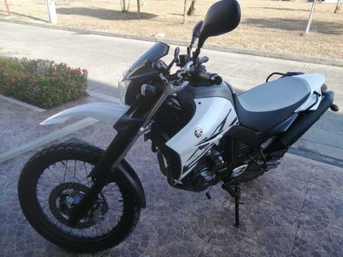 moto yamaha xt 660r blanca