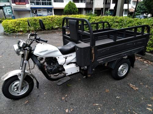 motocarro akt con carguero en medellín