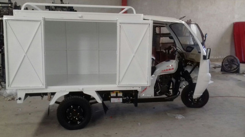 motocarro caja metálica con cabina de conductor