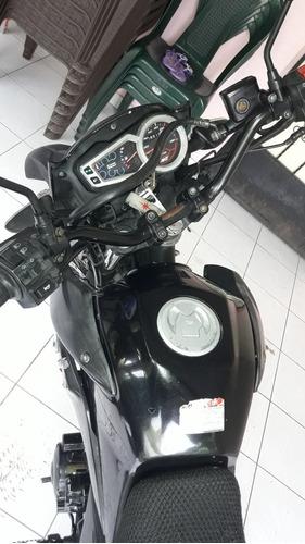 motocicleta akt br 150 por motivo de viaje