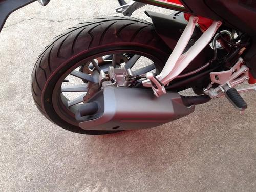 motocicleta benelli tnt 25