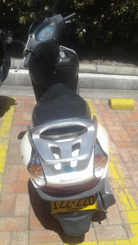 motocicleta blanco perla