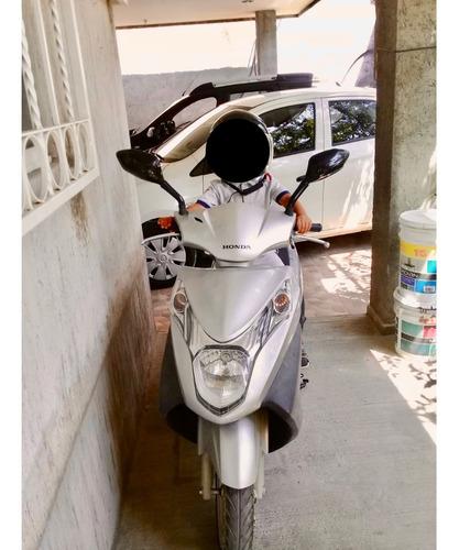 motocicleta honda 125cc automática