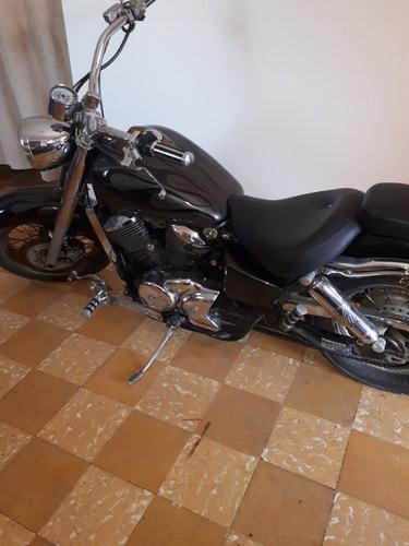 motocicleta honda shadow 750