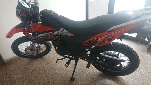 motocicleta marca um dsr 125