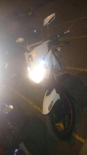 motocicleta pulsar 135