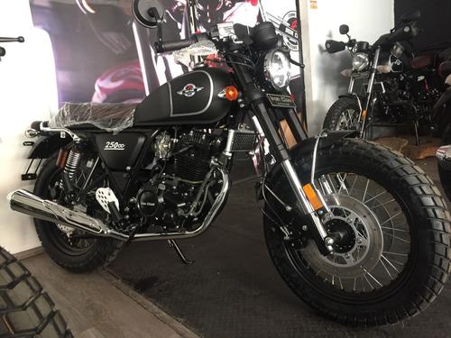 motocicleta tracker iron clan legend  negro mate nueva