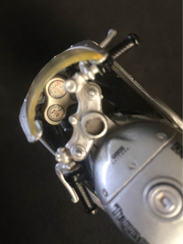 motocicleta triumph daytona 955i escala 1/18