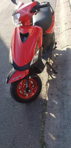 motoneta roja