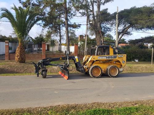 motoniveladora en minicargador, nivelación terrenos, caminos