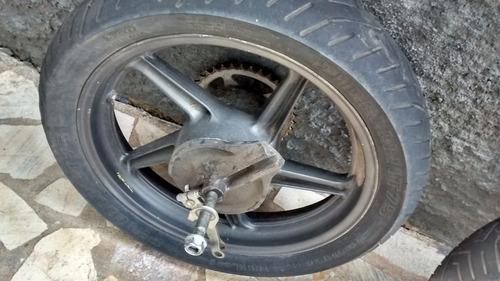 motor com baixo km 2.800 rodado  e rodas completas