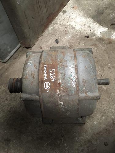 motor eléctrico trifasico  pot. 5cv x 2800rpm. doble eje.