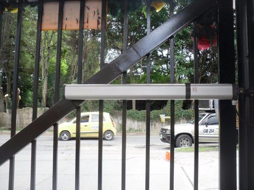motor portón brazos hidráulicos puertas vehiculares.
