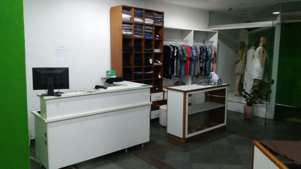 991278c3b Móveis E Acessórios Para Loja De Roupas - R  8.500