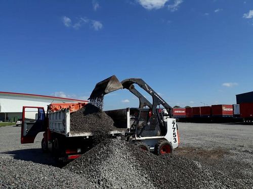 movimiento de suelo-alquiler minicargadora bobcat-camion