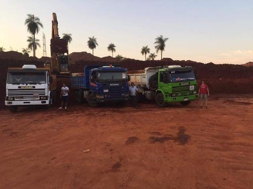 movimiento de suelo y camiones