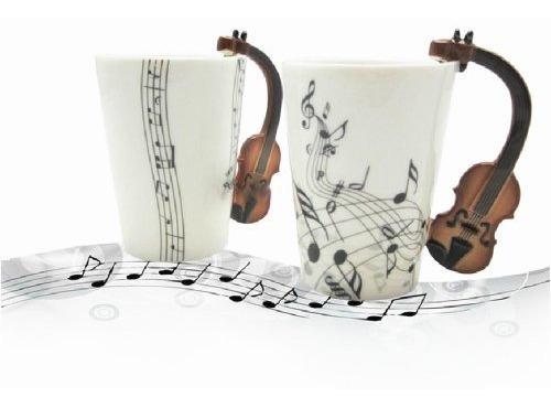 moyishi notas de violín notas sostiene taza de té de café t