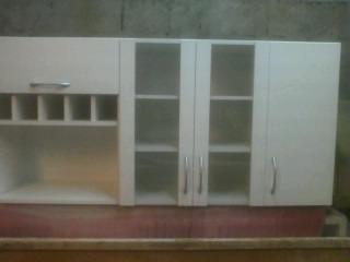 mueble aereo ,puertas de vidrio, botellero ,y esp micro