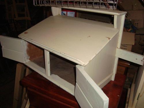 mueble antiguo para firmar