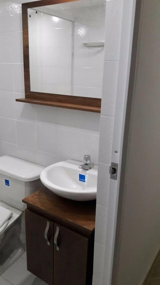 Mueble ba o para lavamanos convencional con espejo armado for Mueble con espejo para bano