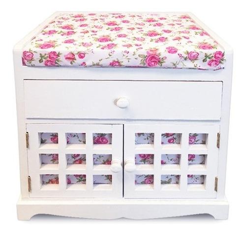 mueble banqueta blanca con tela diseño flores