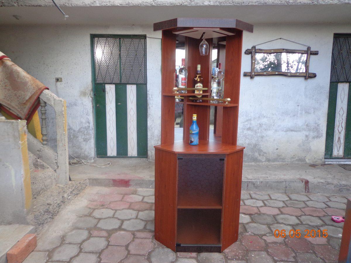Mueble bar licorera esquinero con espejo vendo o cambio for Vendo bar de madera