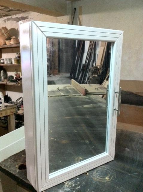 Mueble botiquin con espejo y puerta habatible para ba o for Espejo para puerta