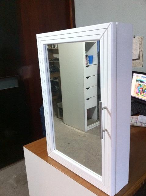 Mueble botiquin con espejo y puerta habatible para ba o for Mueble con espejo para bano